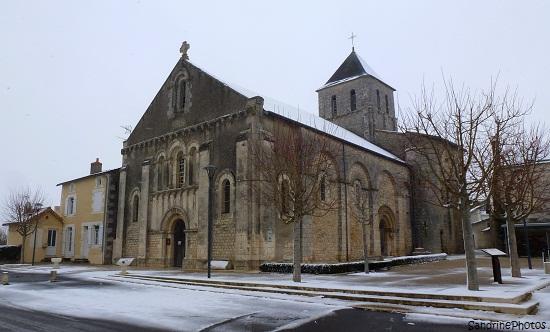 Bouresse sous la neige, Place de l`église Notre Dame, Bouresse under the snow, Wintertime, 25 février 2013 Poitou-Charentes