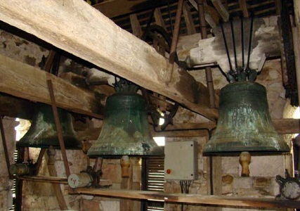 Clocher, les trois cloches de l`église de Bouresse 28.03.2008