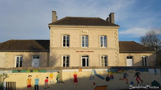 Ecole maternelle et primaire de Bouresse après travaux 2016, frise peinture murale, Les Baumières 2016 (4)