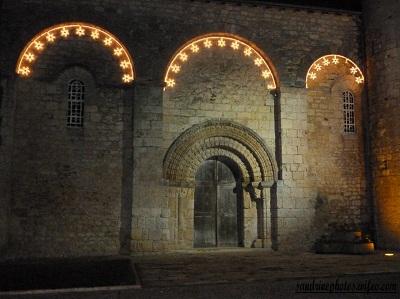 Illuminations de la place de l`église de Bouresse 2011-2012
