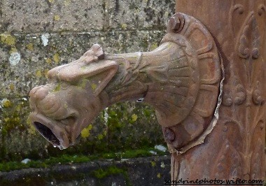 Fontaine du lavoir de Bouresse Poitou-Charentes datée de 1945